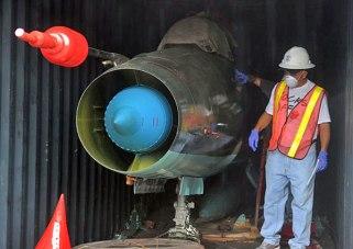 Uno de los MIG-21bis cubanos descubiertos en el carguero norcoreano detenido en Panamá.