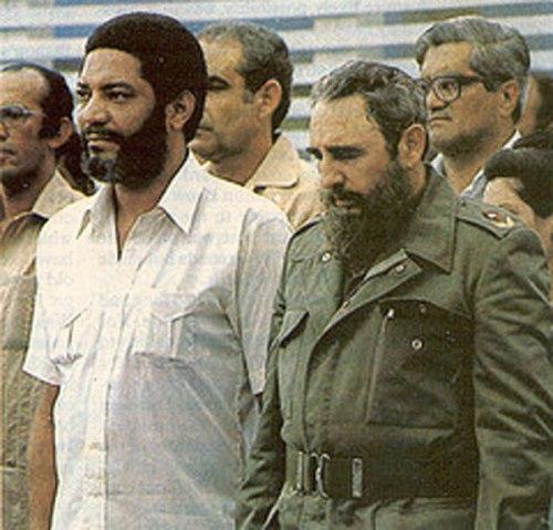 Maurice Bishop y Fidel Castro, en sus tiempos de esplendor