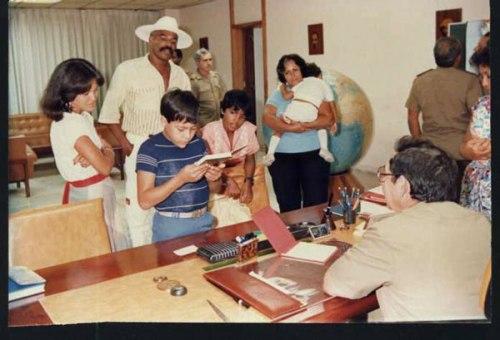 Rojas y su familia son recibidos en el despacho de Raúl Castro, poco después de su liberación
